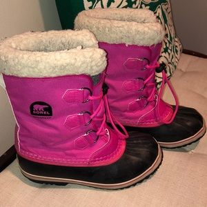 Sorel Caribou Girls Size 5 Pink Classic and Trendy